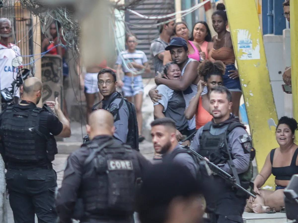 Rio de Janeiro, giorno di sangue. La polizia fa strage nella favela