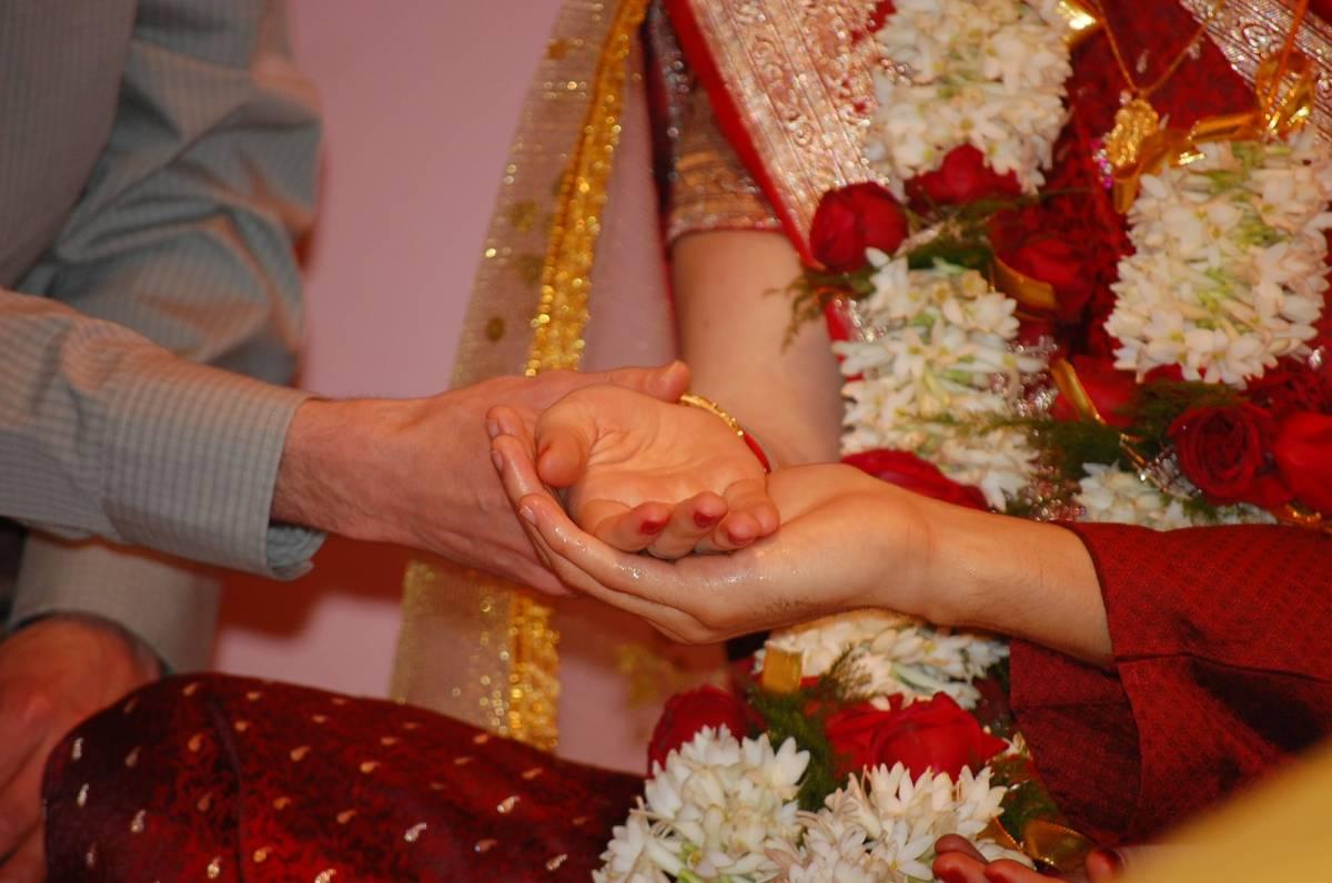 """Sposa molla marito sull'altare: """"Non sa la tabellina del 2"""""""