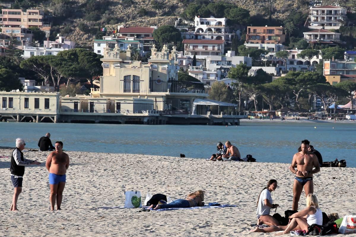 Si torna in spiaggia: quando riaprono le Regioni