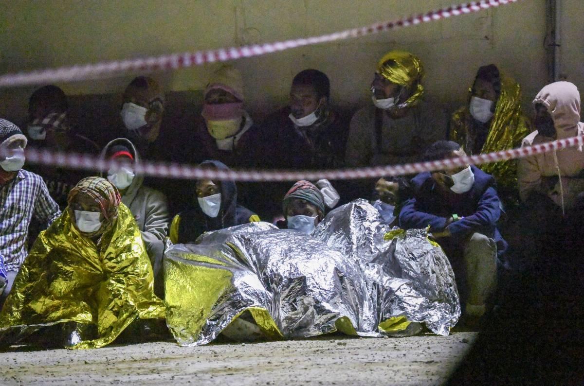 Boom di sbarchi: si cercano nuove strutture per i migranti