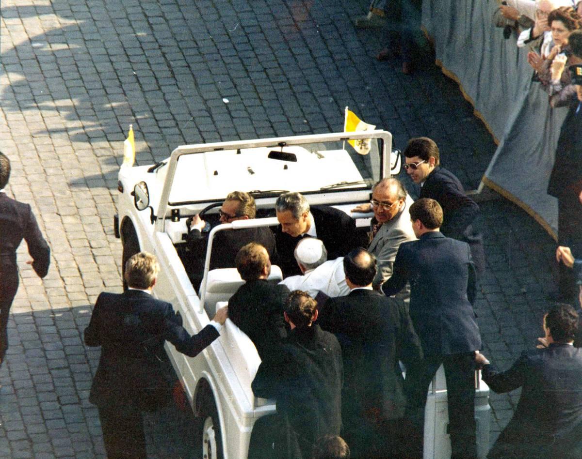 Quarant'anni fa l'attentato a Papa Wojtyla. Ma movente e regia restano un mistero
