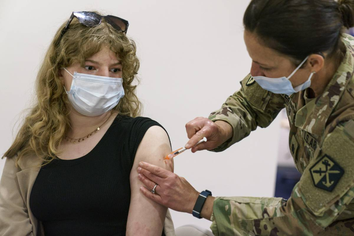 La mossa finale per i vaccini: quando salta il limite d'età