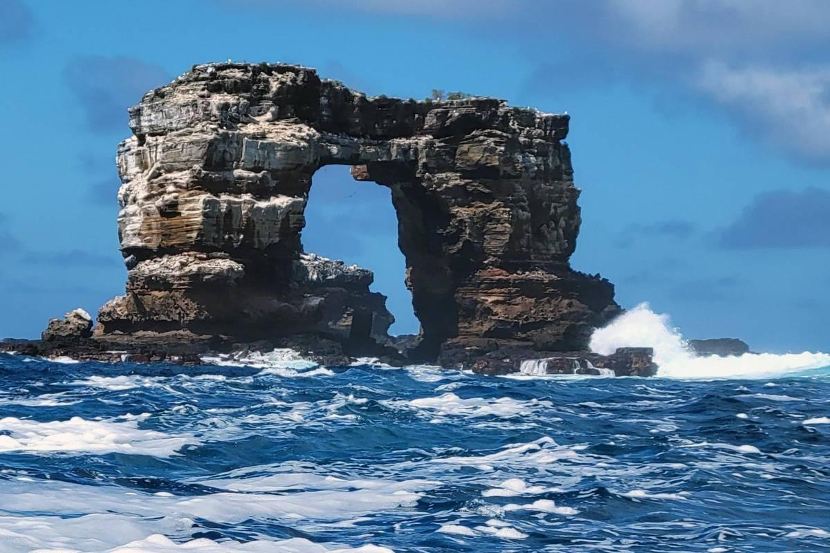 Galapagos, per erosione crolla Arco di Darwin. DiCaprio dona 43 milioni per salvare l'arcipelago