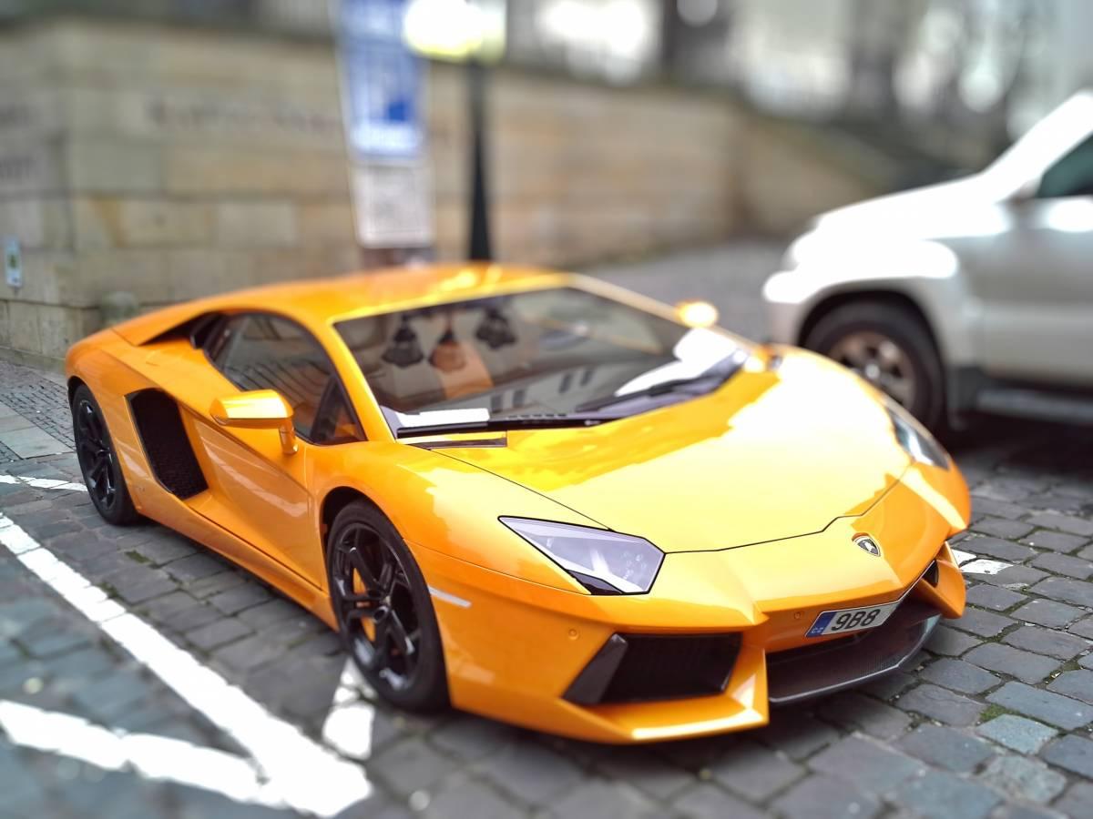 Anche Lamborghini sulla via elettrica. Un Suv a emissioni zero dopo il 2025