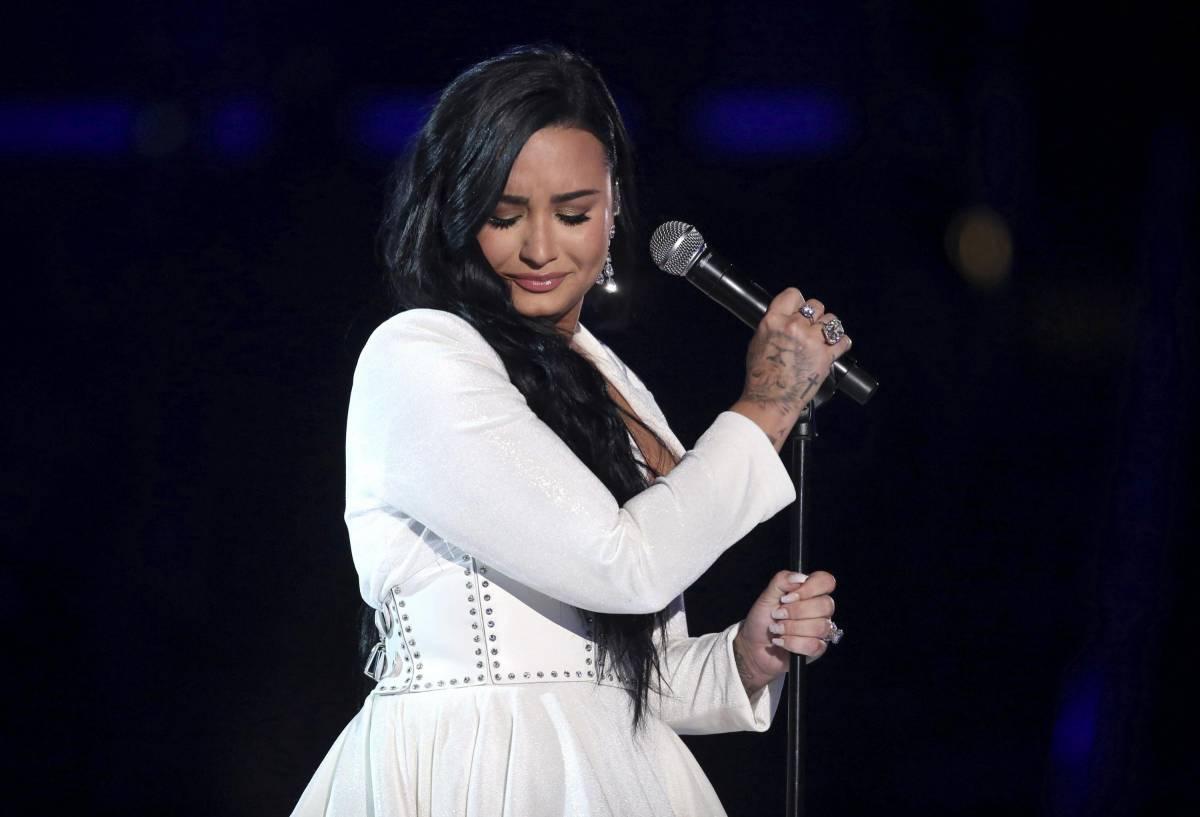 """""""Demi Lovato come il Mago Otelma"""" e scoppia la polemica sull'attrice Michela Giraud"""