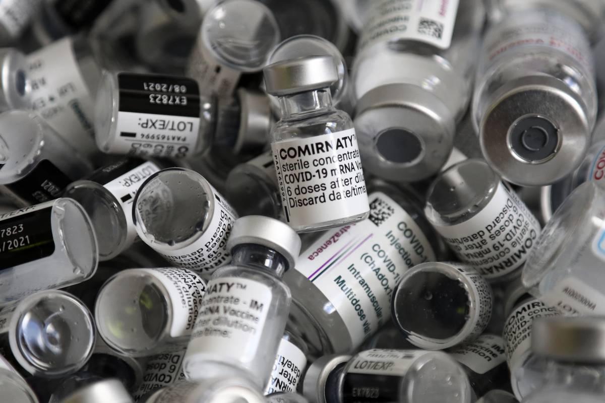 """""""Il mix di vaccini è off label"""". La verità su Aifa e bugiardini (non modificati)"""