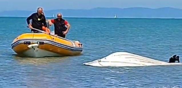 """Il colpo di coda, poi la lotta in mare: """"Io attaccato dallo squalo"""""""