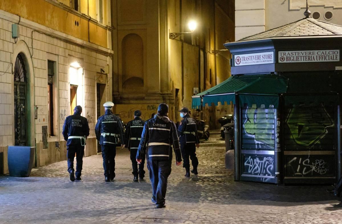 """""""Una bestia, mi ha accoltellato per nulla"""", il sangue per le strade di Roma"""