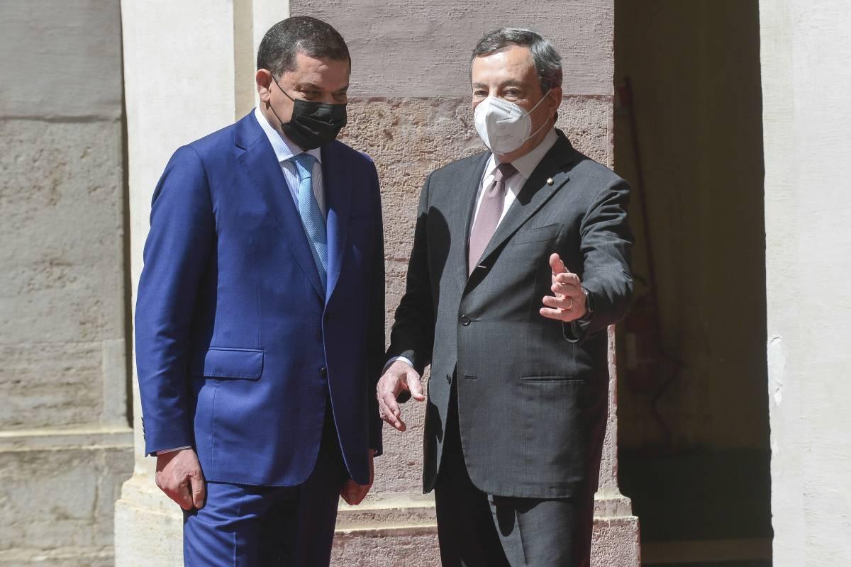 """Draghi prova a fermare il caos. Vertice per """"riprendere"""" la Libia"""