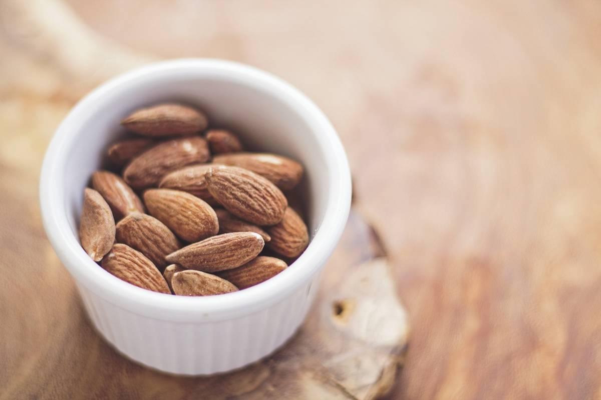 Mandorle, 30 grammi al giorno per allungare la vita