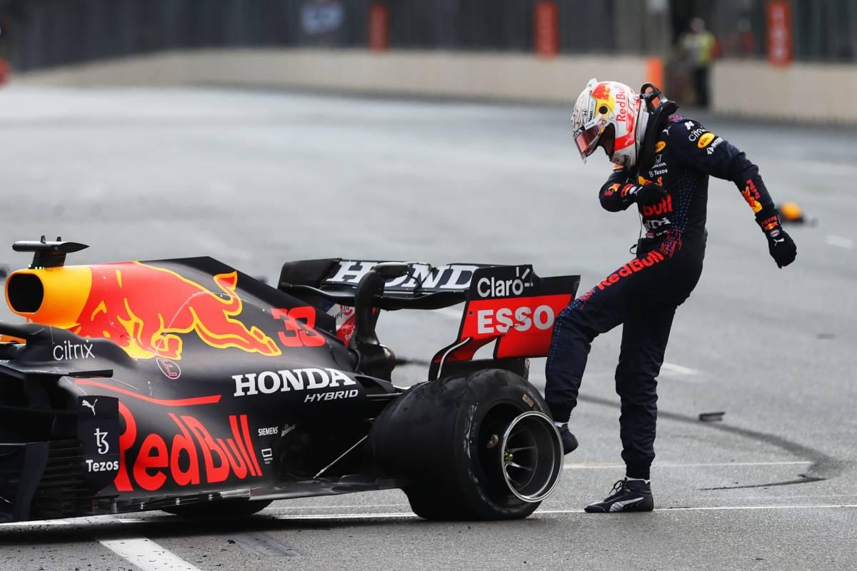Botti, errori e gara sprint beffano Max e Lewis e incoronano Perez e Seb