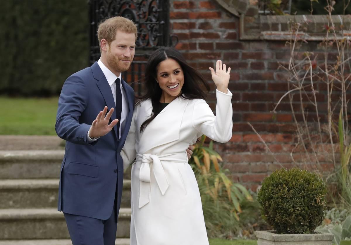 Harry e Meghan declassati: così perdono potere e prestigio nella royal family