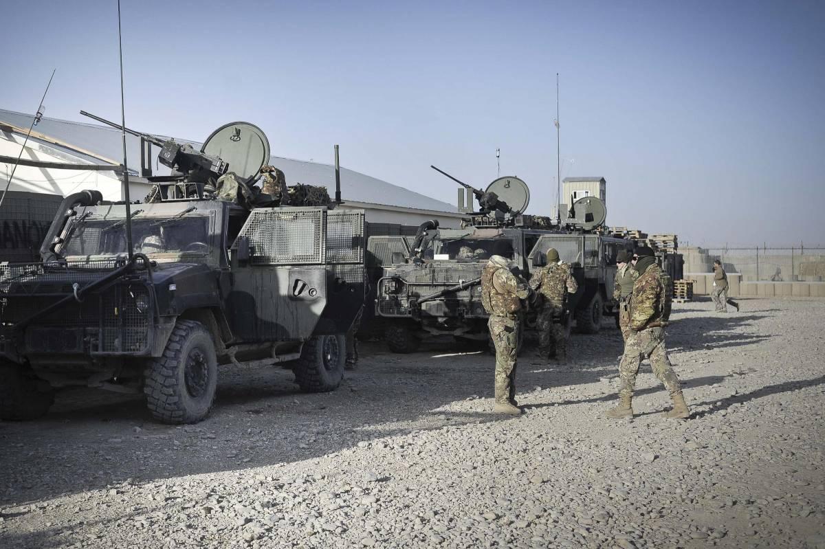 Via dall'Afghanistan: così l'Italia ammaina l'ultima bandiera. Vent'anni di missione per portare la pace