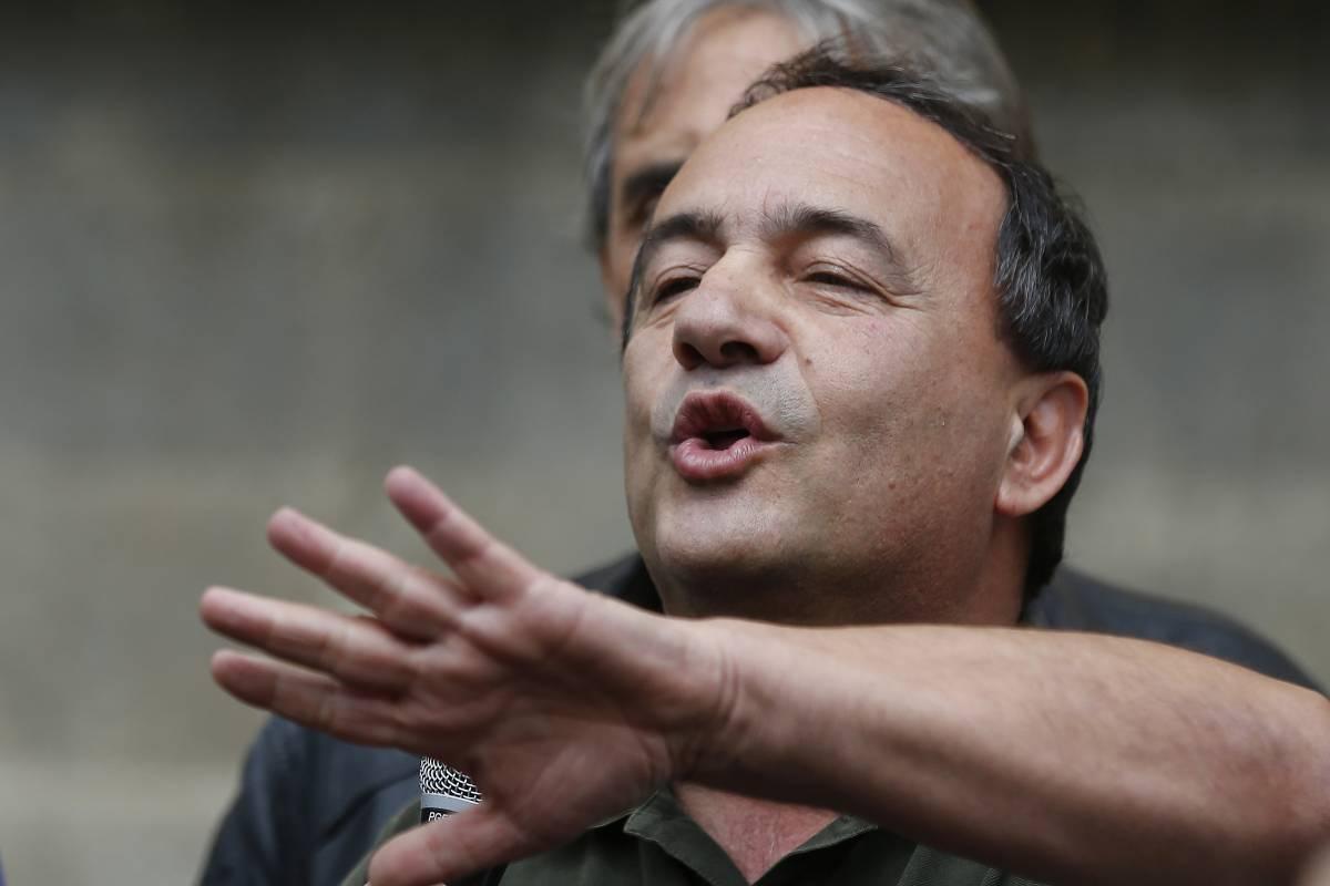 Migranti, Mimmo Lucano condannato a 13 anni