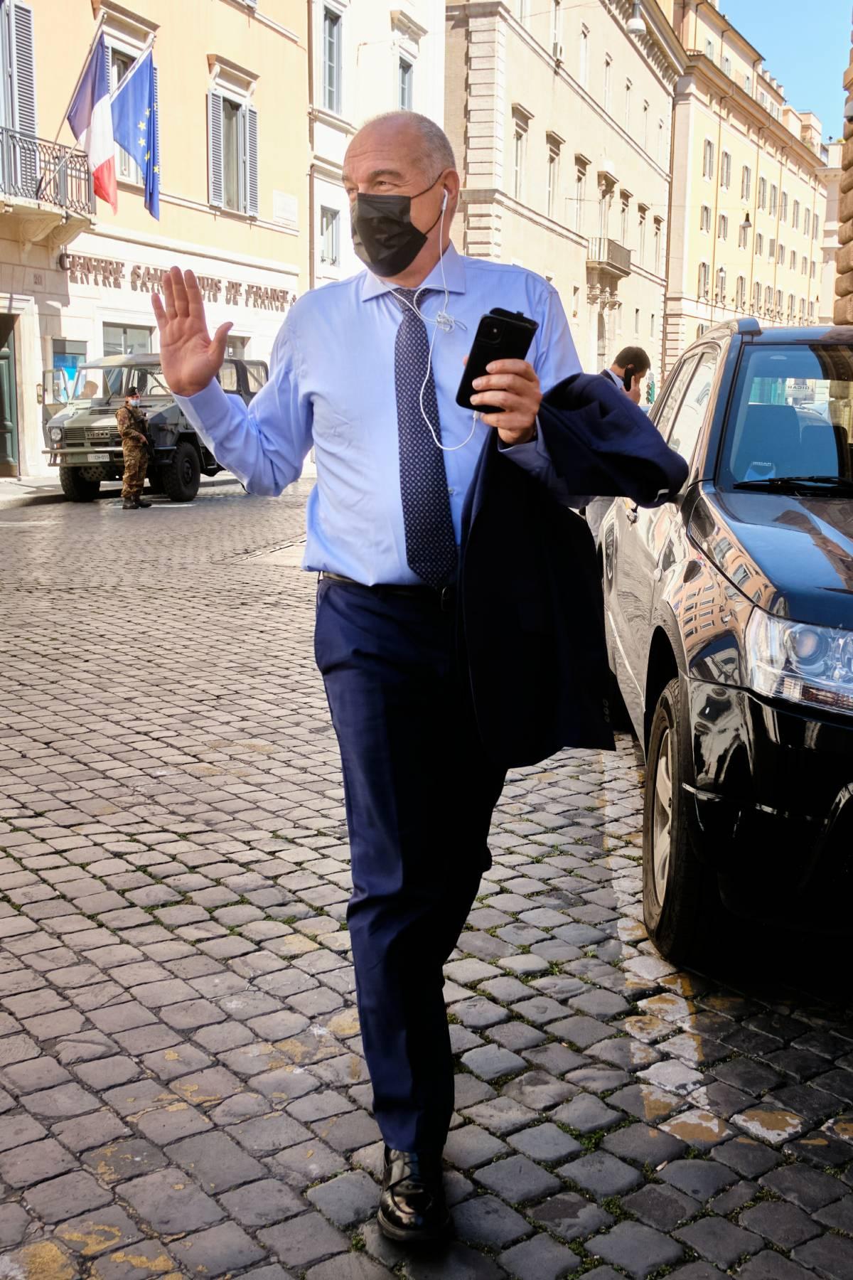 Il sondaggio che ribalta Roma. Batosta per Raggi e Pd