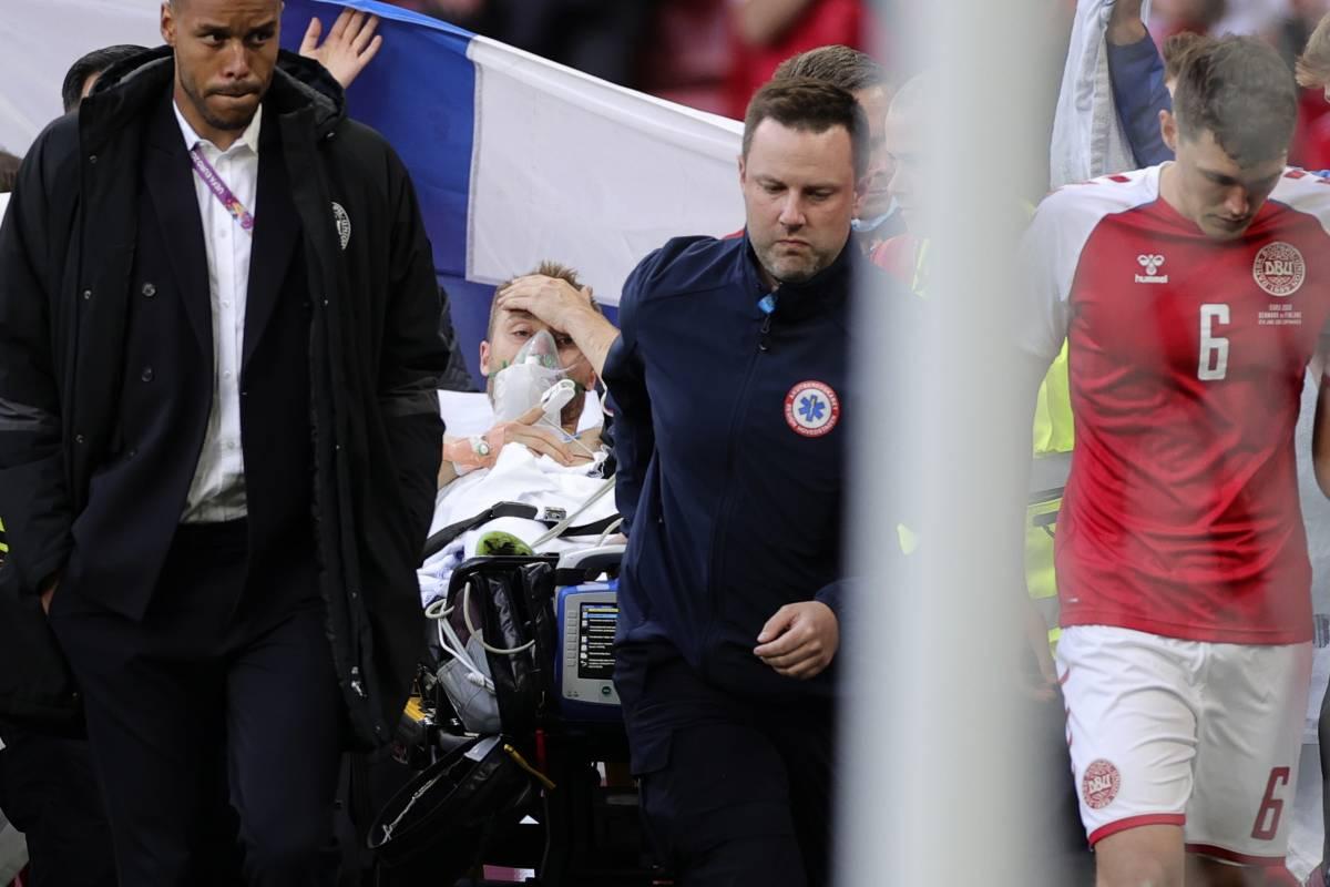 """Paura agli Europei: Eriksen ha un arresto cardiaco. """"Ora è sveglio"""". Riprende la partita"""