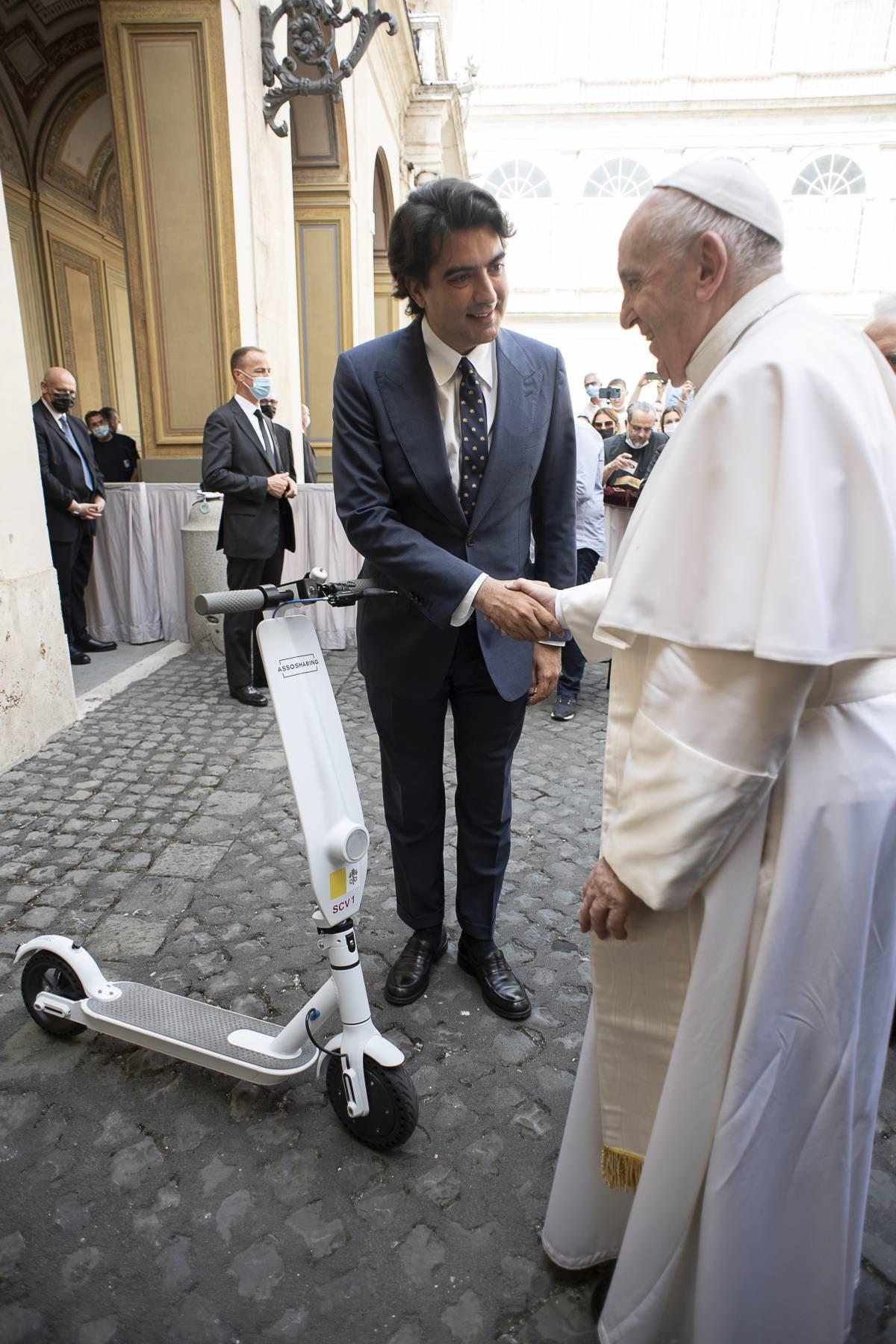 Papa Francesco e Matteo Tanzilli (Vatican Media)