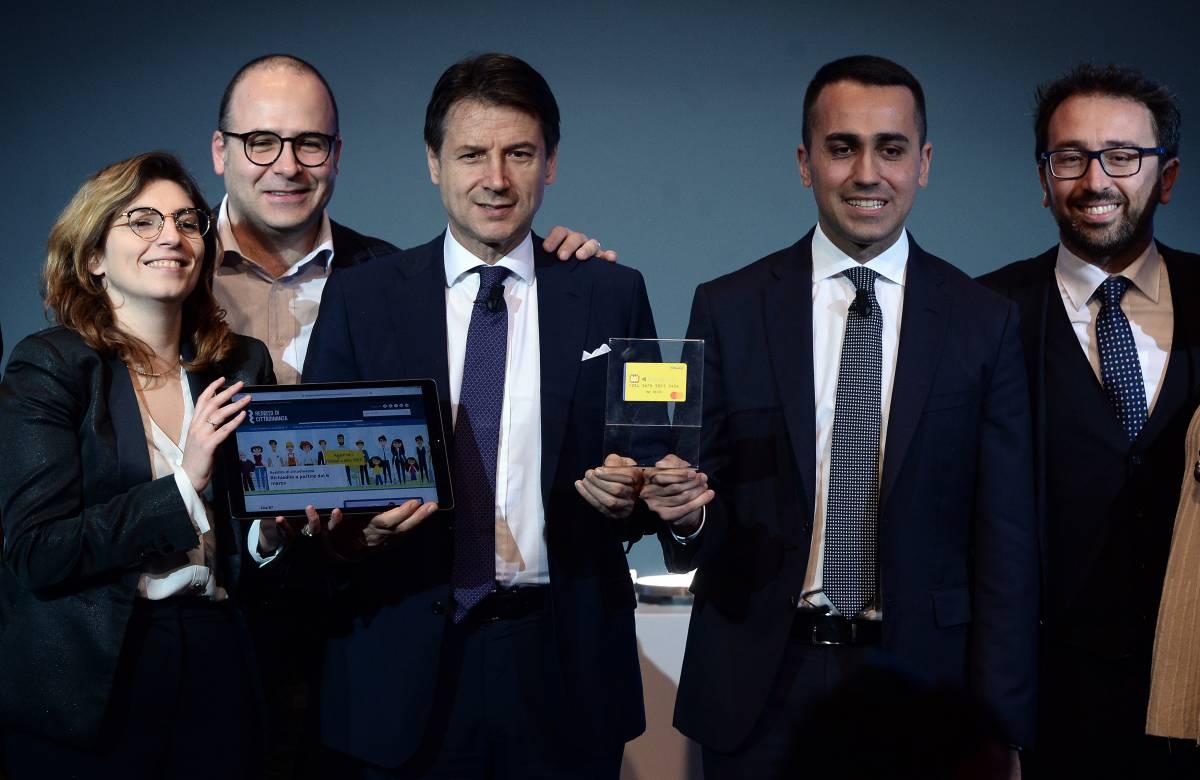 Reddito di cittadinanza record in Campania: scoppia la bufera sui 5 Stelle