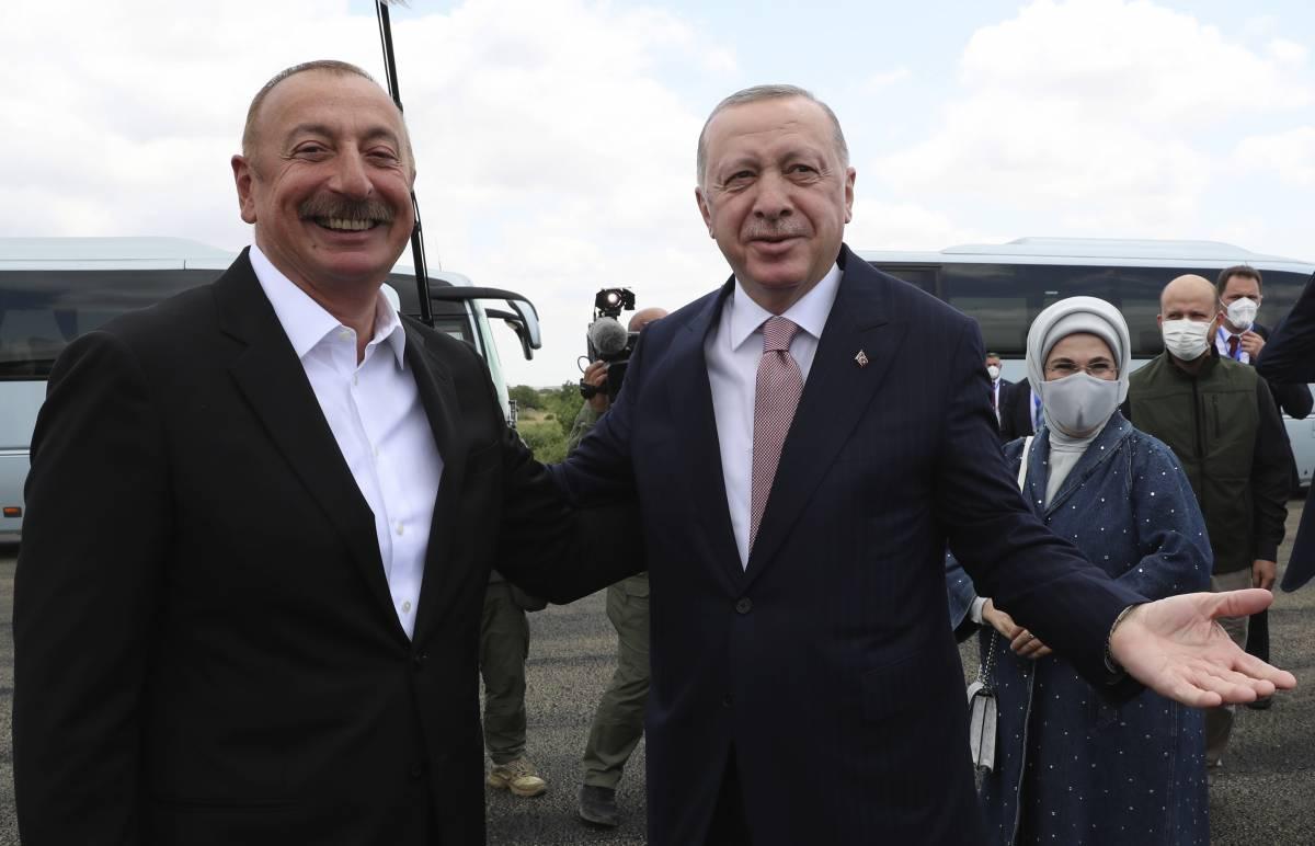 Altri miliardi a Erdogan, padrone delle rotte. Così sottrarrà all'Italia il controllo sulla Libia