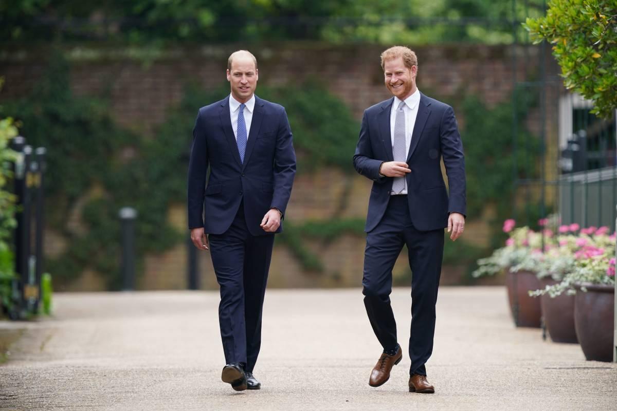 La frase inequivocabile e un drink: così William e Harry cercano la pace