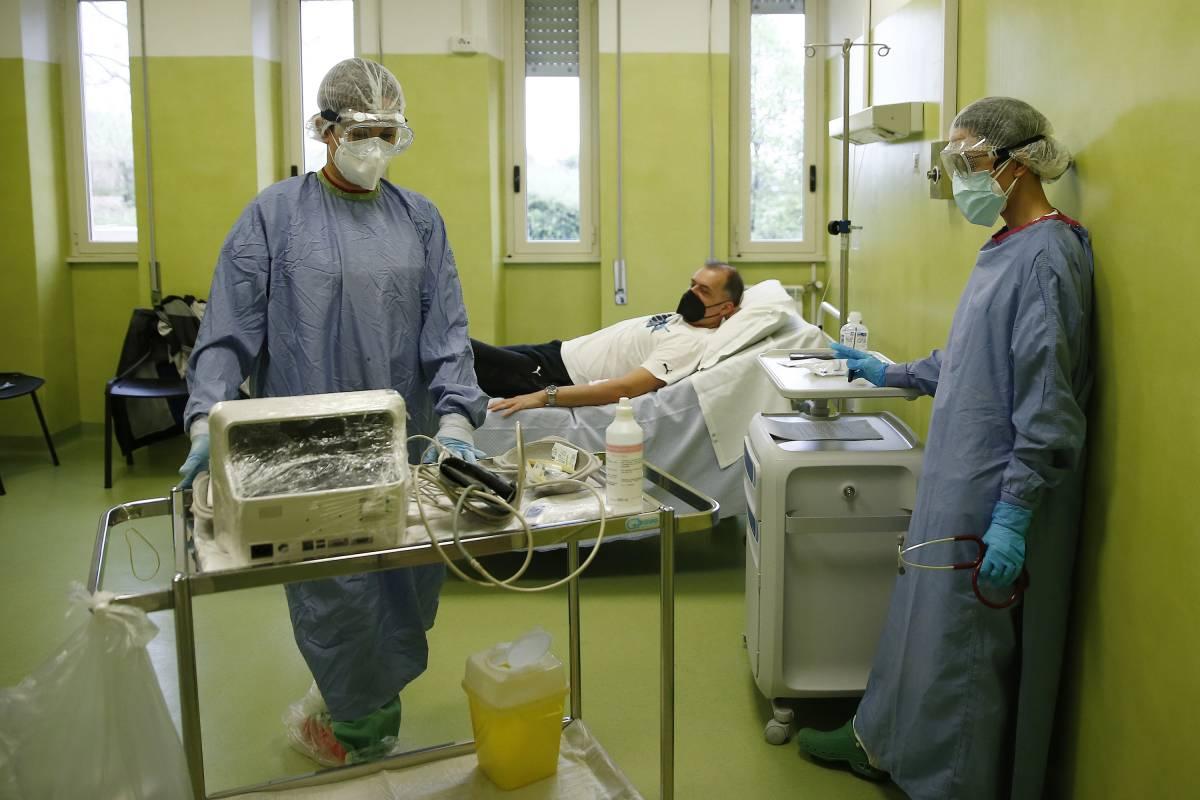 """Medici No Vax in 300 al Tar: """"No all'obbligo"""". Lavoro a rischio"""