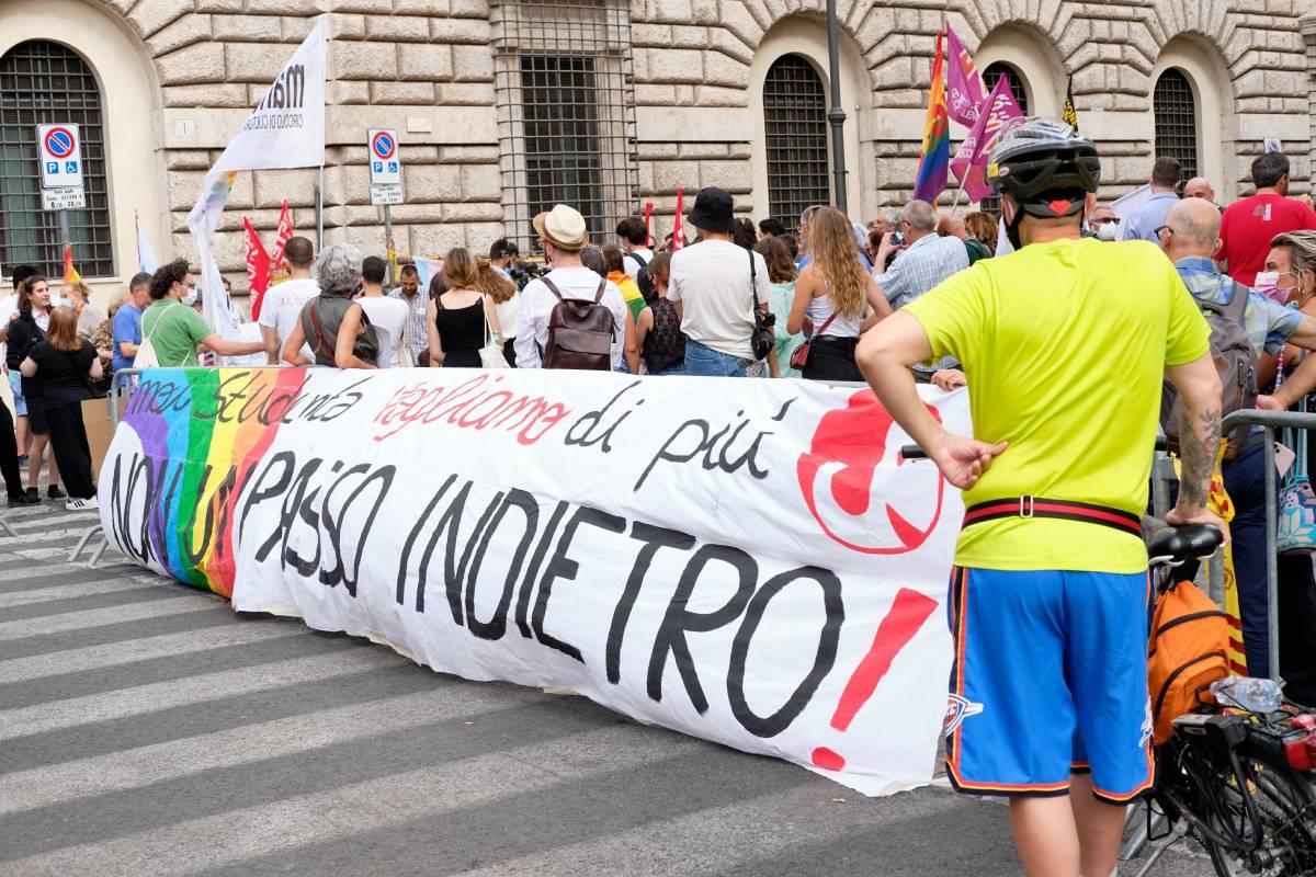 Omofobia, ultimo atto. Resterà solo un tema da campagna elettorale