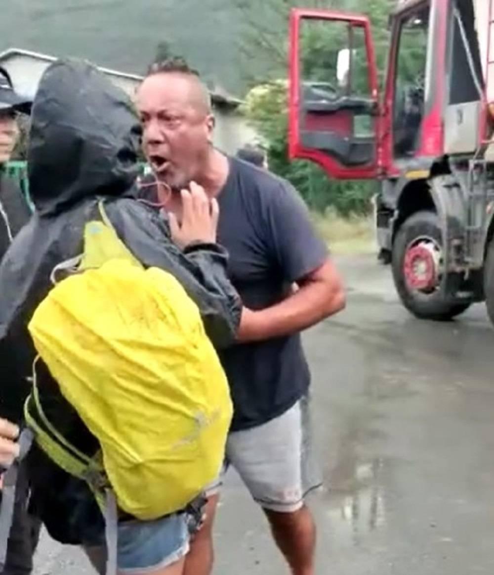 """Il camionista contro i No Tav: """"Lasciatemi lavorare, sono in piedi dalle quattro"""""""