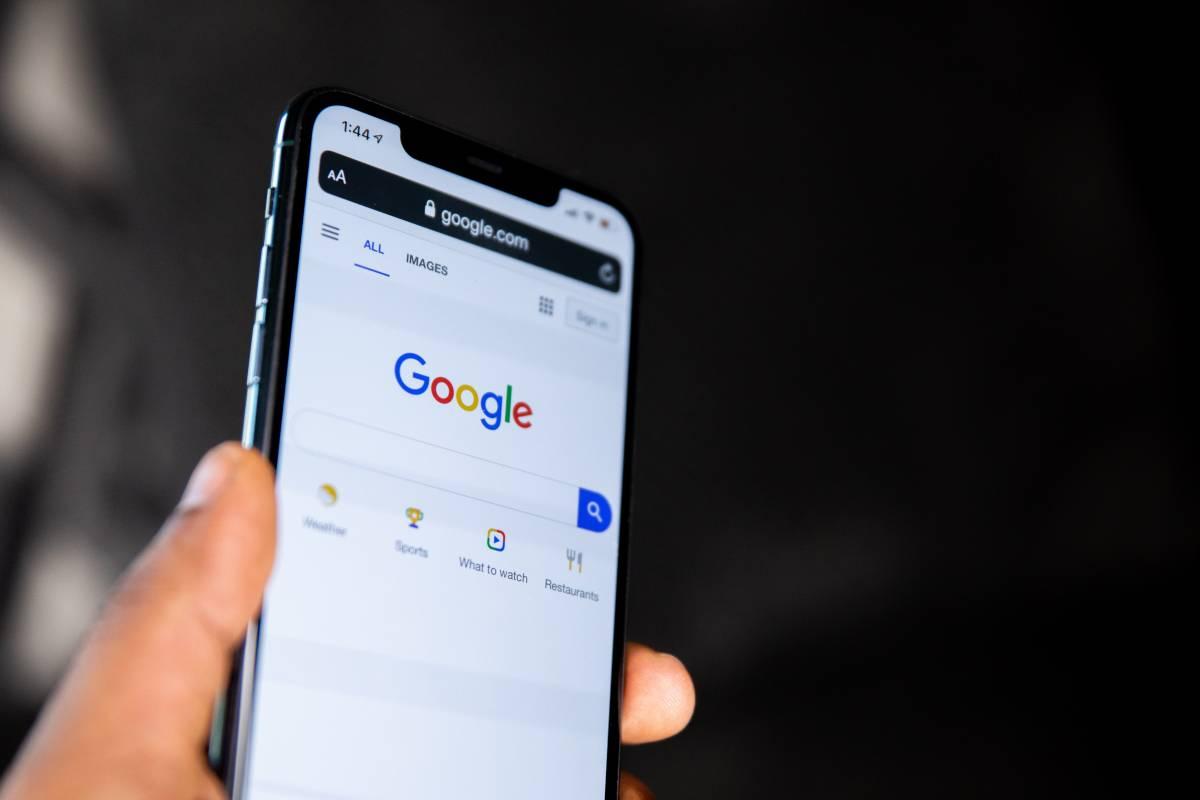 """""""I tuoi dati sono a rischio"""", Google lancia l'allarme"""