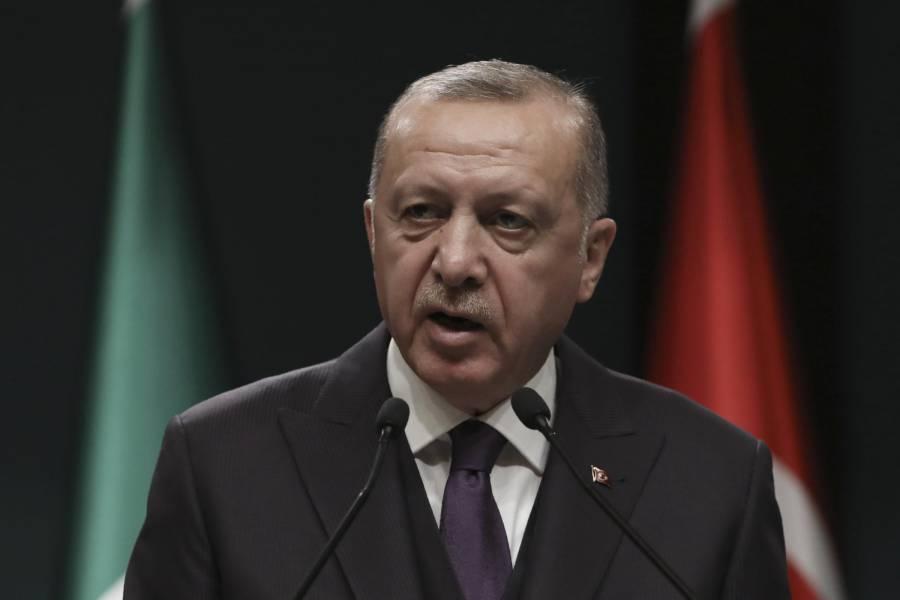 """Velo islamico vietato, Erdogan contro la Ue: """"Fatelo con la kippah"""""""