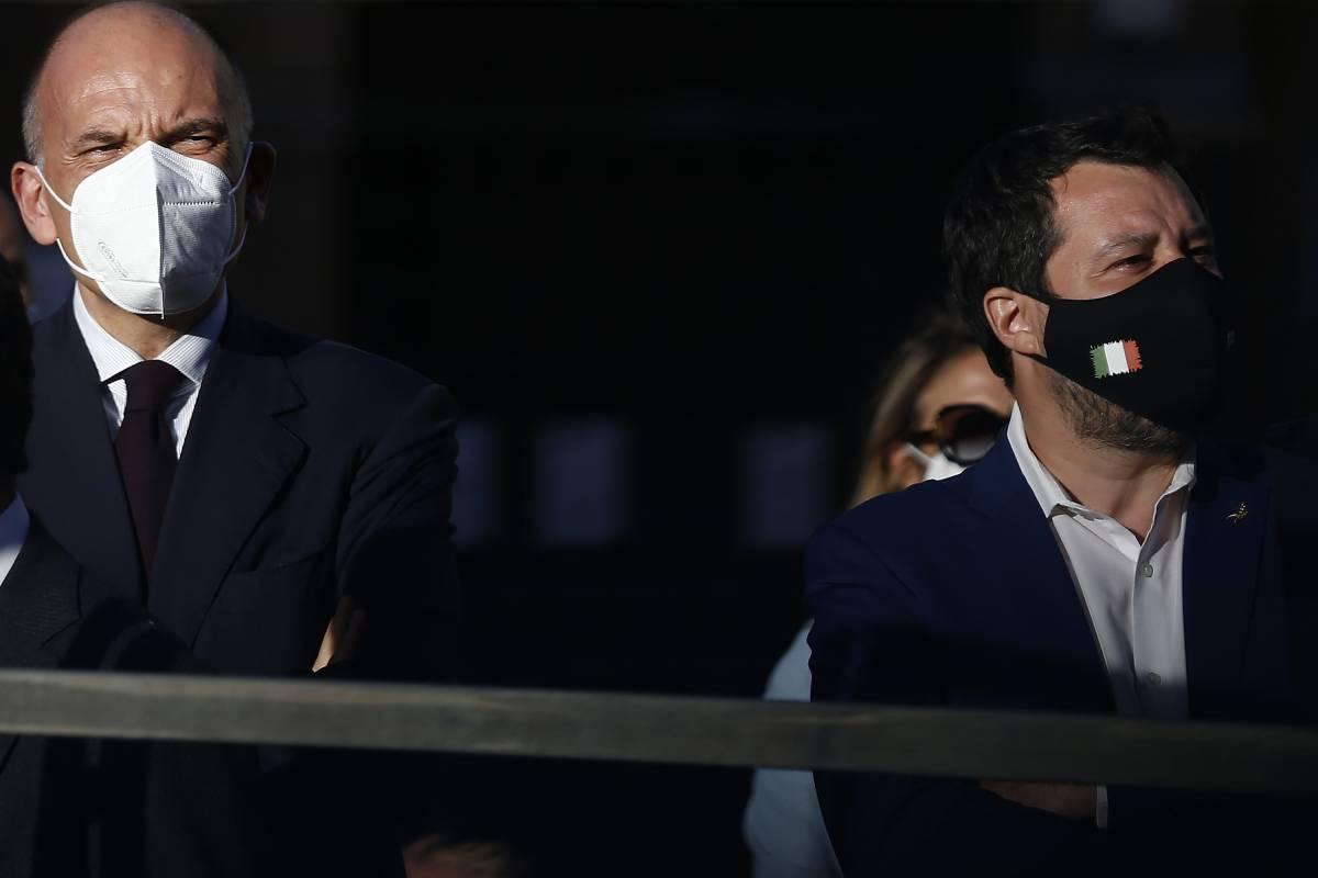 """L'offensiva del Pd contro Salvini: """"Sta con violenti e no-vax"""""""