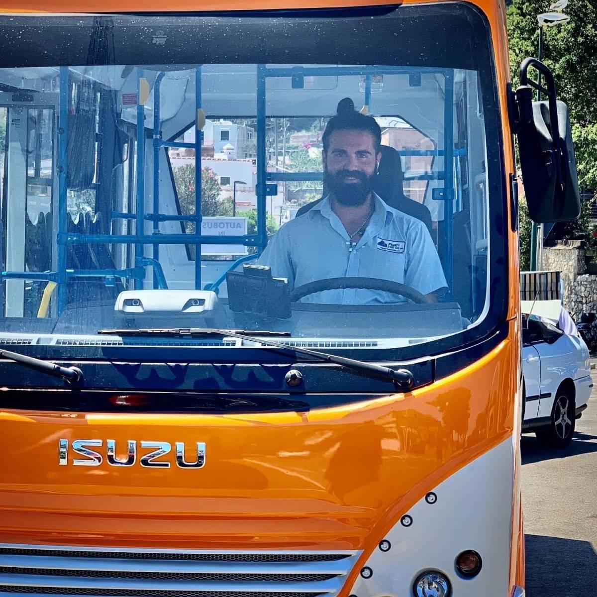 """""""Stava per diventare papà"""": chi è l'autista morto a Capri"""