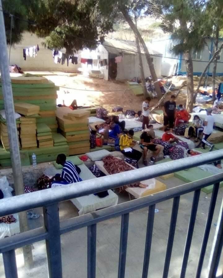 Lampedusa, 1.400 migranti in tre giorni: l'hotspot è al collasso