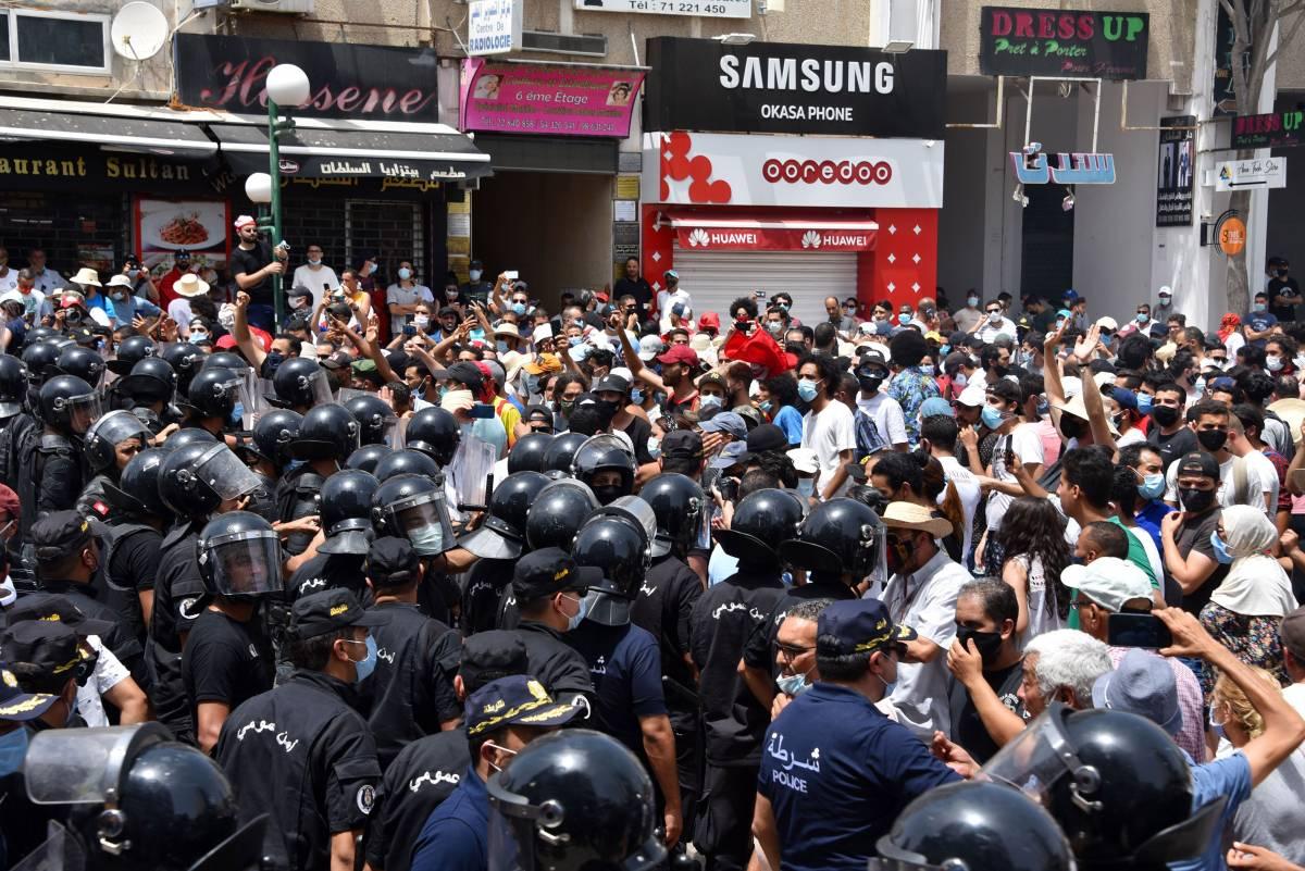 Tunisia, l'ora delle purghe. E l'Italia teme i terroristi