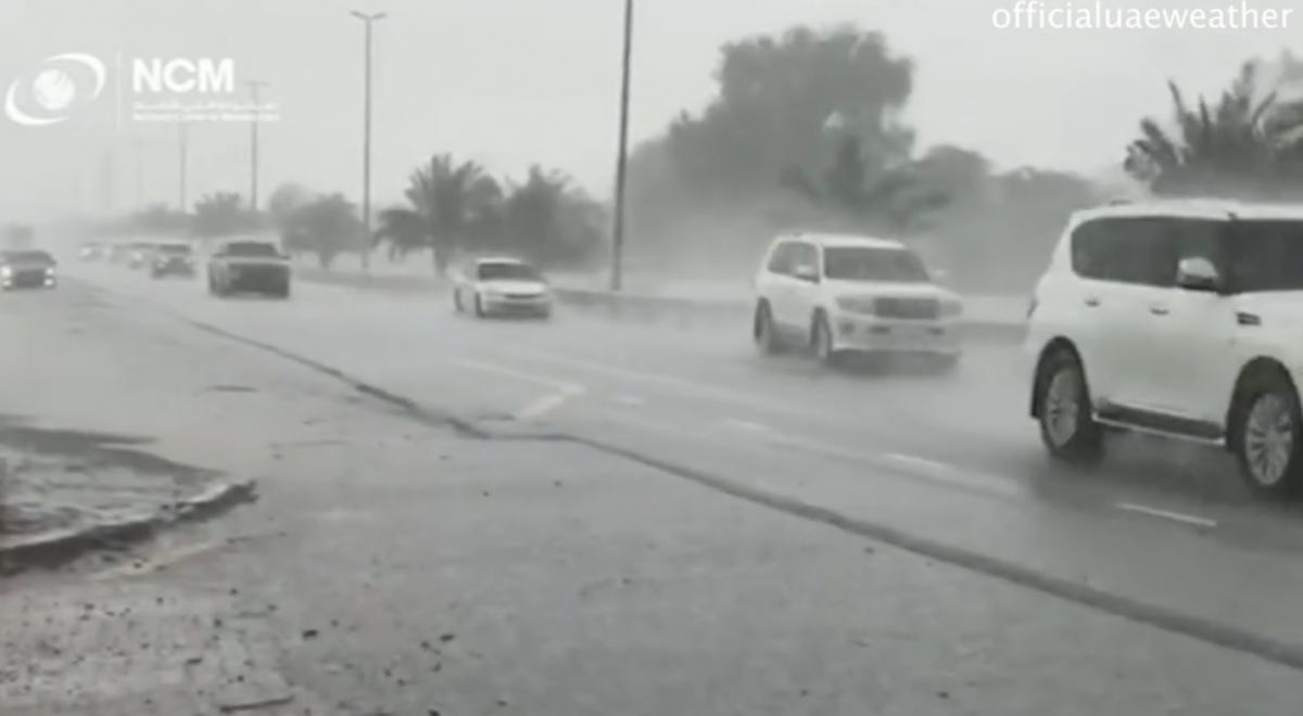 """Pioggia """"artificiale"""" con i droni: cosa è successo negli Emirati"""