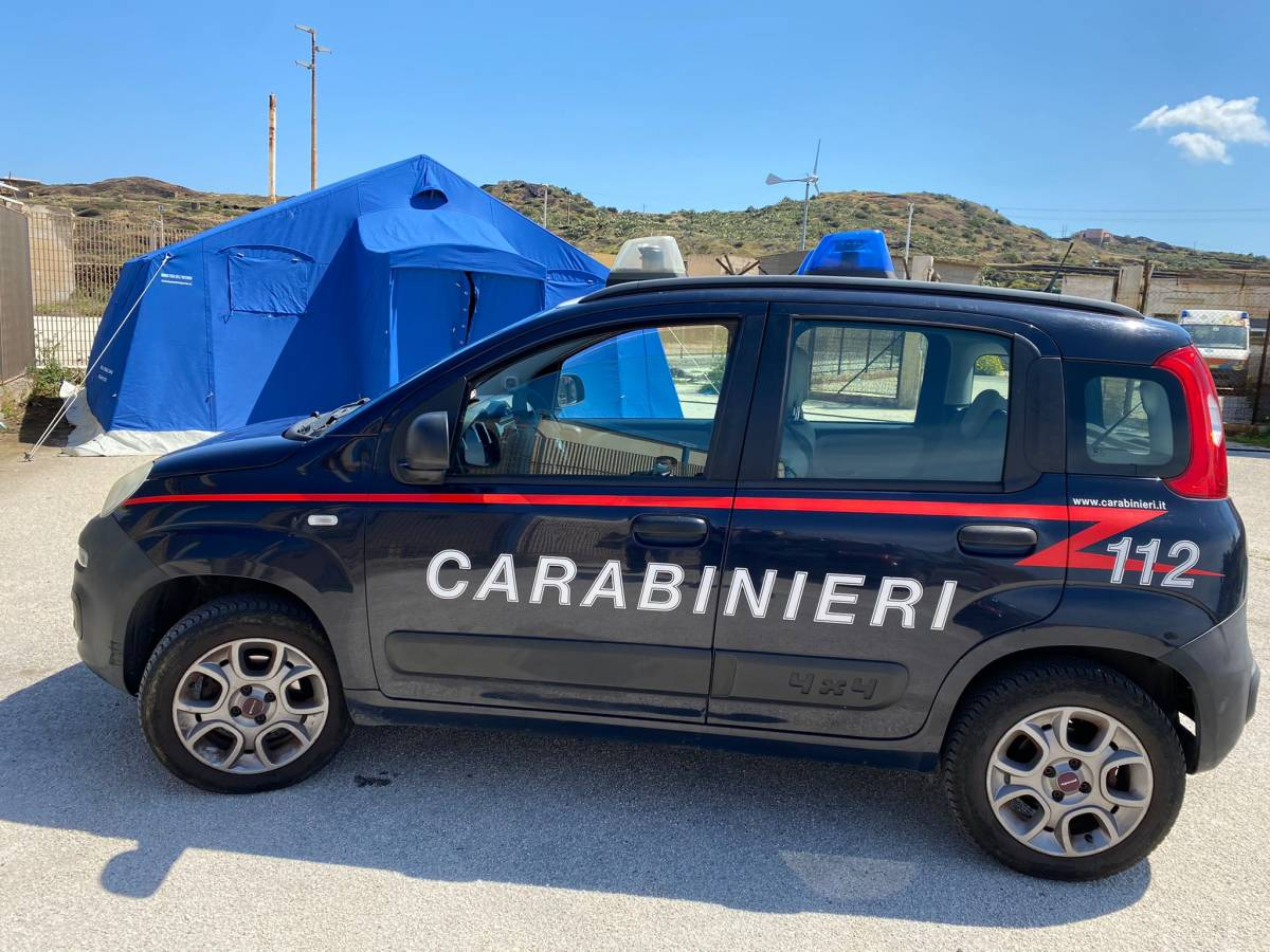 I migranti scappano e sale il rischio contagi: è allarme a Pantelleria