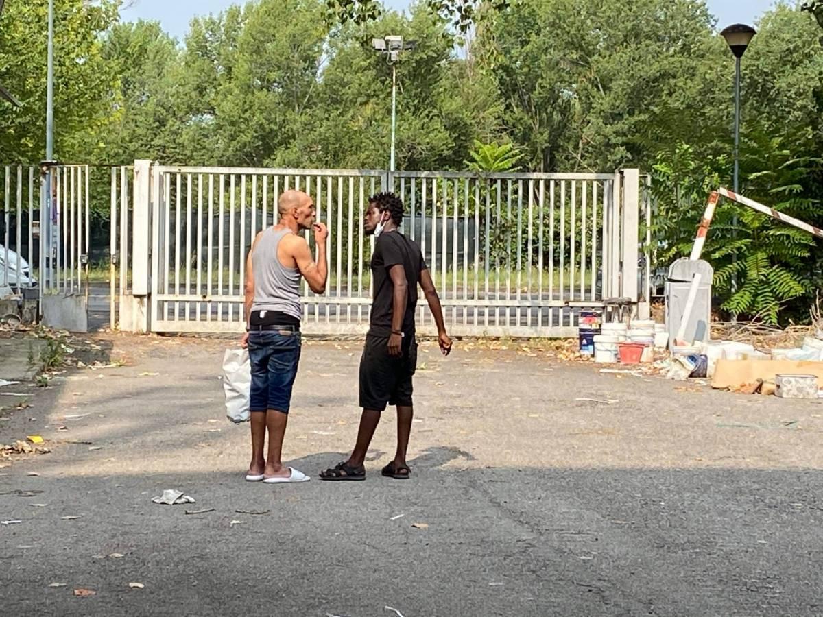 Immigrati, sbandati e drogati: le occupazioni che Sala finge di non vedere