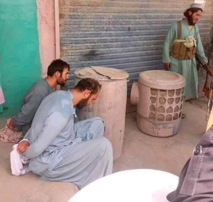 """Le mani dei talebani su Herat: """"Ci stanno ammazzando tutti"""""""