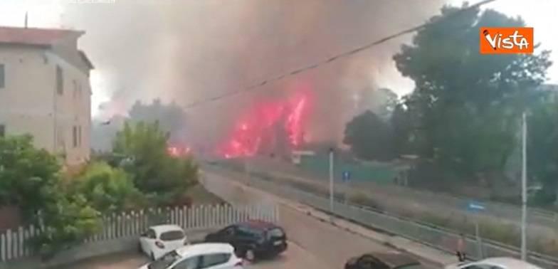 Devastante incendio a Pescara: case evacuate e feriti in ospedale
