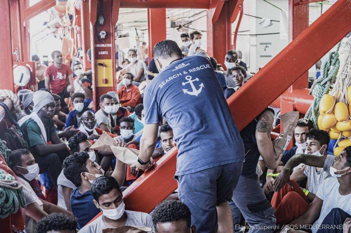 Migranti, boom di arrivi illegali. Inizia il pressing sulla Lamorgese