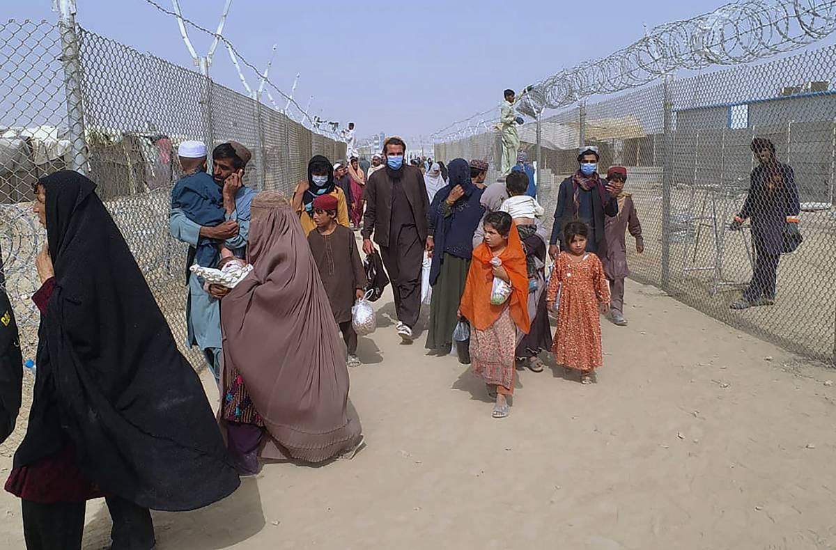 """""""Qui non li accogliamo"""". Guerra Ue sui profughi afghani"""