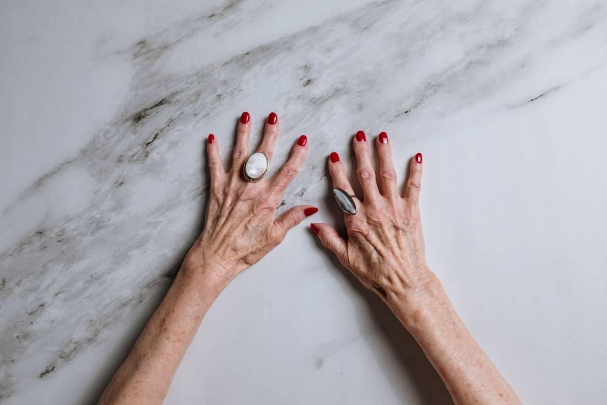 Macchie della pelle: come nasconderle con il trucco