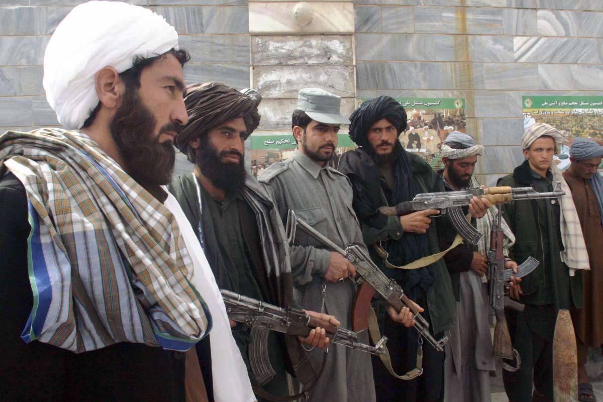 """L'ultimo orrore dei talebani: """"Rapiscono i bambini della resistenza"""""""