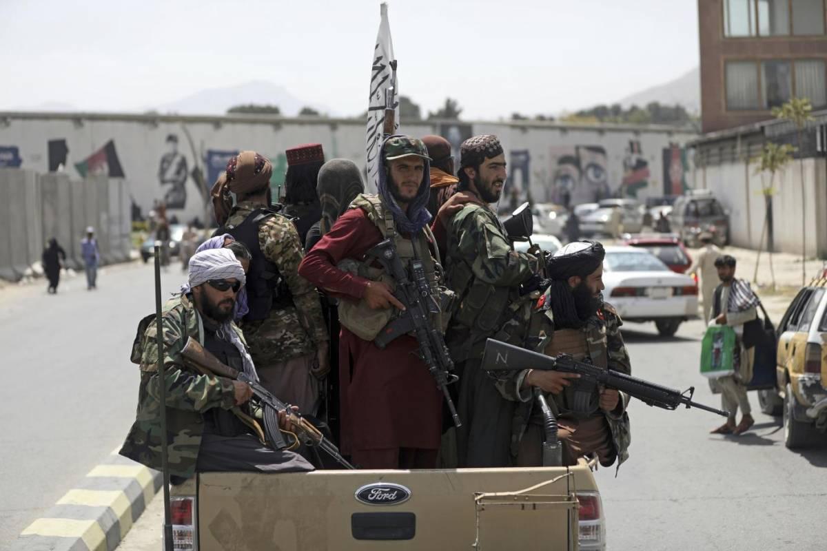 """""""Attacco tra poche ore"""": sale la tensione all'aeroporto di Kabul"""