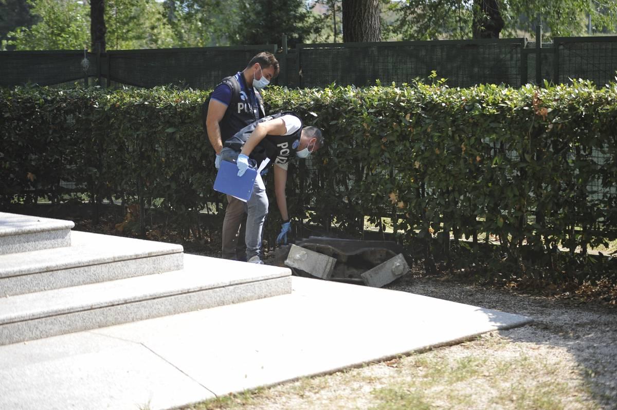 """""""Vergognoso"""". Distrutto il monumento ai caduti di Nassiriya"""