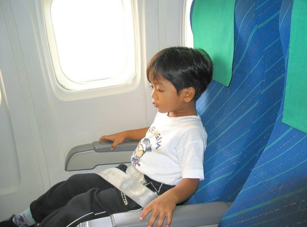 L'esercito dei bambini che viaggiano soli in aereo