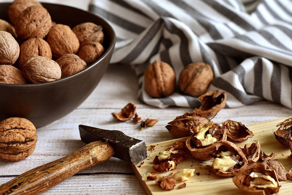 Noci, il consumo quotidiano abbassa i livelli di colesterolo cattivo