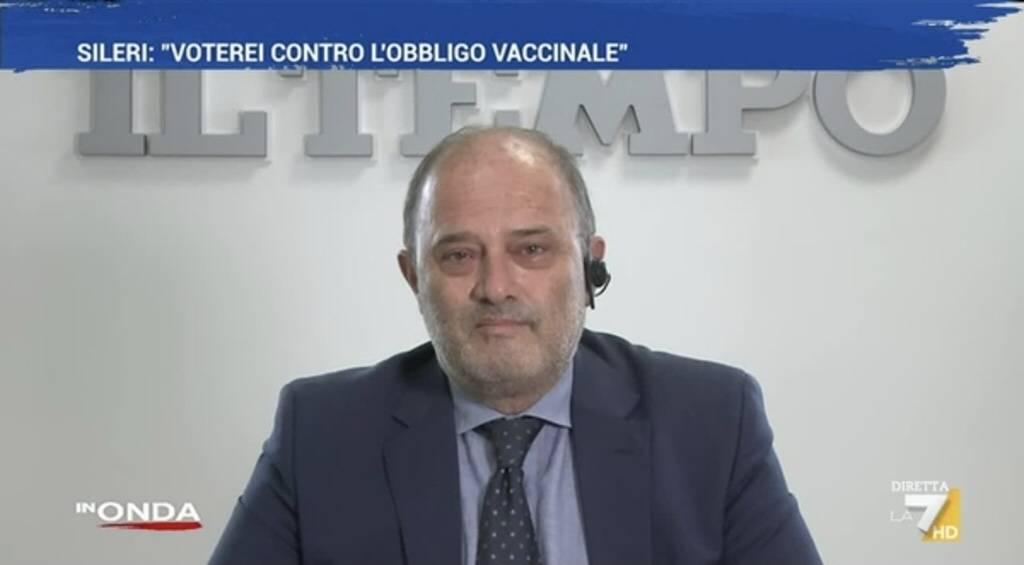 """""""Mia madre è morta di Covid. Lo brucerei"""": furia di Franco Bechis contro il medico no vax"""