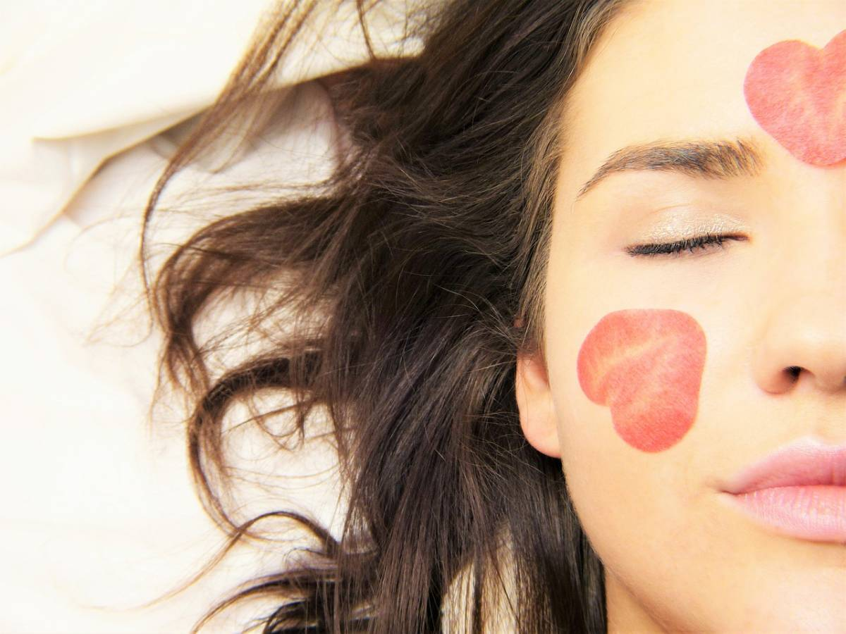 Come prendersi cura della pelle del viso in autunno