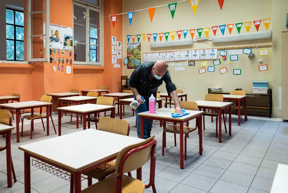 Deve ritirare i figli da scuola ma non ha il Green pass, padre minaccia di chiamare i carabinieri