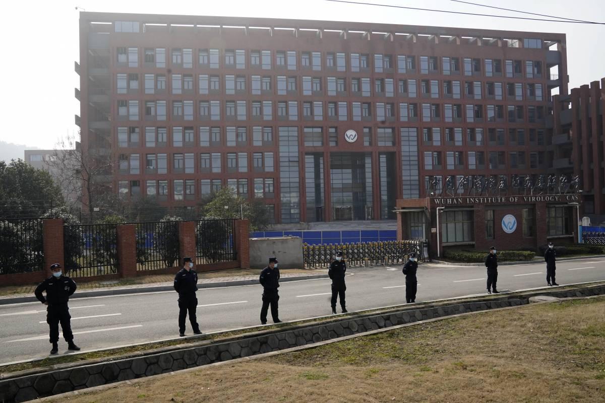 """""""Scienziati non imparziali sul laboratorio di Wuhan"""". Bufera sugli """"anti-cospirazionisti"""""""